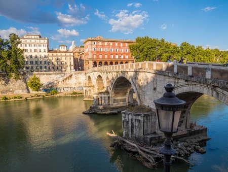 Ponte Sisto (Bridge Sisto) in Rome, Italy Archivio Fotografico