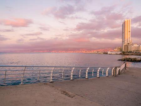 Sunset on La Corniche Promenade in Beirut, Lebanon 版權商用圖片