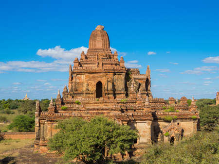 Myauk Guni Temple (to the left) and Dhammayan Gyi Temple (to the right) at sunrise. In Bagan, Myanmar Stockfoto