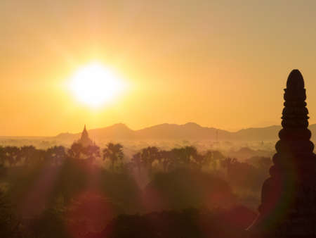 Magical sunrise over the temples in Bagan, Myanmar Stockfoto