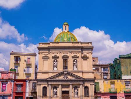 View of the Chiesa di Santa Croce e Purgatorio al Mercato (Church of The Holy Cross and Purgatory at the Market) in Naples, Italy Archivio Fotografico