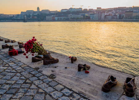 Shoes on the Danube bank. The memorial to the people killed during World War II in Budapest, Hungary Stockfoto - 151079733