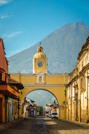 Santa Catalina Arch and Agua Volcano - Antigua, Guatemala Фото со стока