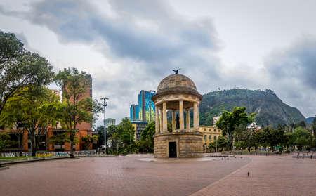 ロス Periodistas 公園とモンセラーテ - ボゴタ, コロンビア 写真素材