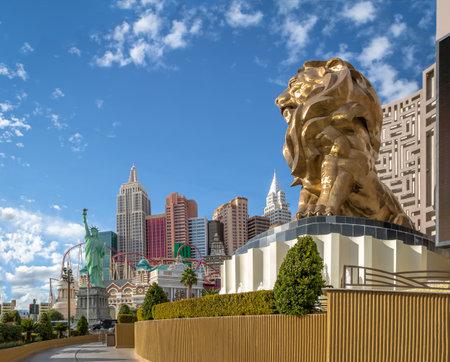 Las Vegas Strip, MGM Grand Lion and New York New York Hotel and Casino - Las Vegas, Nevada, USA 에디토리얼