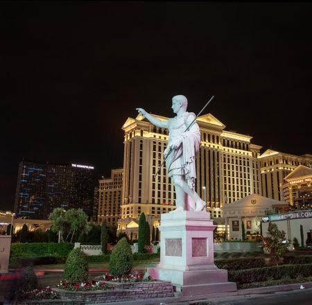 caesars palace: Caesars Palace Hotel and Casino at night - Las Vegas, Nevada, USA