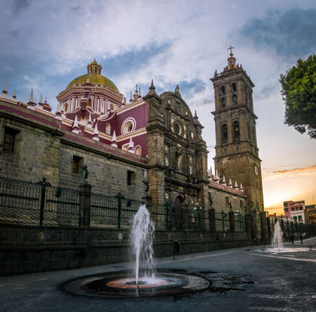 Puebla Cathedral at sunset - Puebla, Mexico 免版税图像