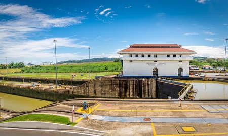パナマ運河 - パナマ市、パナマでミラフロレス水門