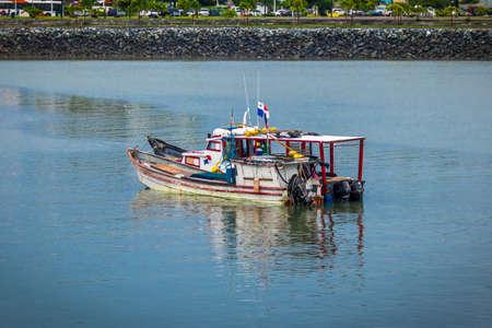 Barco de pesca - Ciudad de Panamá, Panamá Foto de archivo