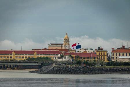 カスコ ・ ビエホとパナマの国旗 - パナマシティ、パナマで、サンフランシスコ ・ デ ・ アシス教会 報道画像