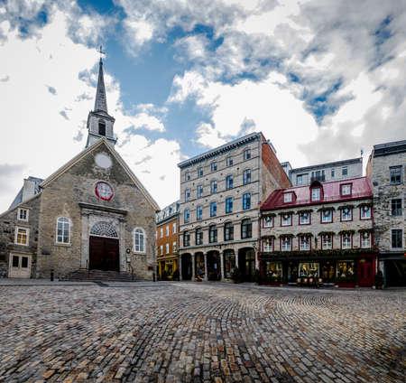 ロワイヤル (ロイヤル プラザ) 広場とノートルダム デ勝利教会 - ケベック市、カナダ