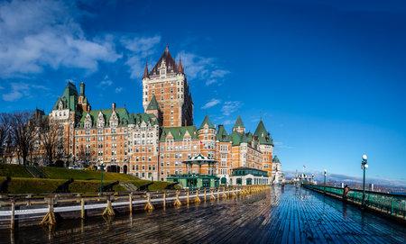 Frontenac Castle 및 Dufferin Terrace - 퀘벡 시티, 퀘벡, 캐나다 에디토리얼