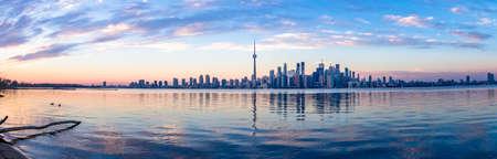 トロントのスカイライン - トロント, オンタリオ, カナダ 写真素材