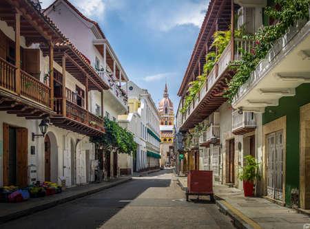 스트리트 뷰 및 성당 - 카르타헤나 드 인도, 콜롬비아