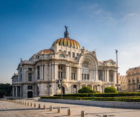 Palacio de Bellas Artes (미술 궁전) - 멕시코 시티, 멕시코 에디토리얼