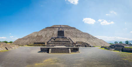 Front view of the Sun Pyramid at Teotihuacan Ruins - Mexico City, Mexico 写真素材