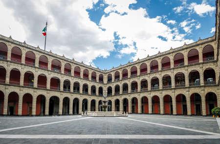 Palacio Nacional (National Palace) Fountain - Mexico City, Mexico Standard-Bild