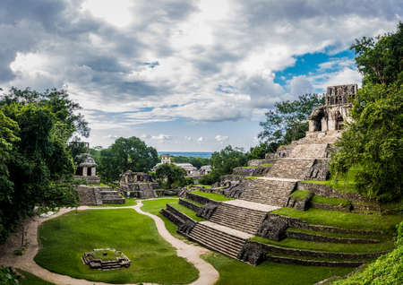 Temples of the Cross Group at the Mayan ruins of Palenque - Chiapas, Mexico 스톡 콘텐츠