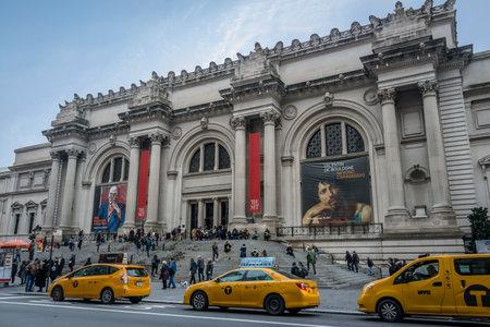 fifth avenue: Metropolitan Museum of Art in New York City - New York City, USA