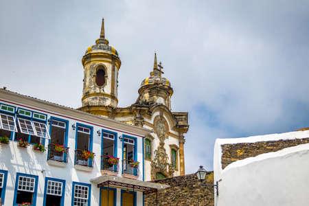 Ouro Preto Stad en Sao Francisco de Assis Kerk - Ouro Preto, Minas Gerais, Brazilië Stockfoto