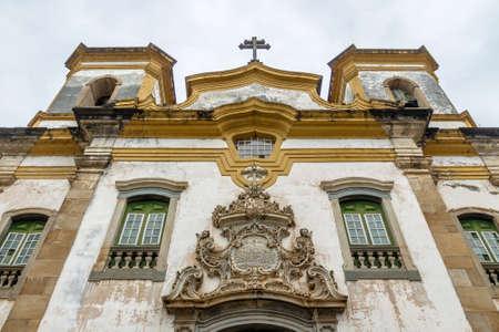 Sao Francisco de Assis Church Gevel detail - Mariana, Minas Gerais, Brazilië Stockfoto