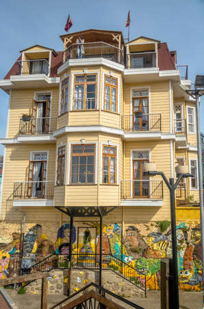 valparaiso: Colorful buildings - Valparaiso, Chile