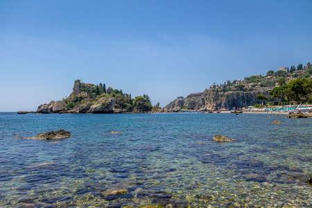 ベッラ島とビーチ - タオルミーナ, シチリア, イタリア