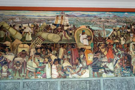 유명한 벽화가있는 국립 궁전의 복도 디에고 리베라 - 멕시코 시티, 멕시코의 Grand Tenochtitlan 에디토리얼
