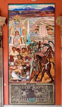 유명한 벽화가있는 국립 궁전 복도 디에고 리베라 - 멕시코 멕시코 시티의 후크 텍 문명