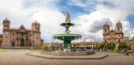 잉카 분수, 성당 및 Compania 드 예수 교회 - 쿠스코, 페루와 플라자 드 무기의 파노라마보기
