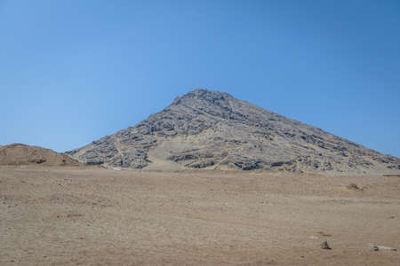 Cerro Blanco near Huaca de la Luna archaeological site - Trujillo, Peru 免版税图像