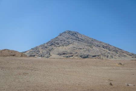Huaca de la Luna 고고학 사이트 - 트루 히요, 페루 근처의 Cerro Blanco 스톡 콘텐츠