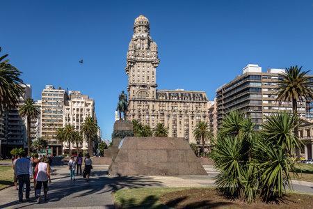 Plaza Independencia und Palacio Salvo - Montevideo, Uruguay