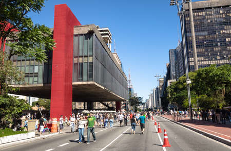Paulista Avenue closed to cars on sunday and MASP (Sao Paulo Museum of Art) - Sao Paulo, Brazil 新闻类图片