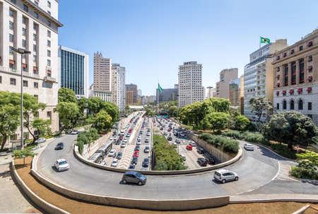 Viaduto do Cha (차 육교)에서 볼 수있는 23 de Maio Avenue의 전망 - 브라질 상파울루