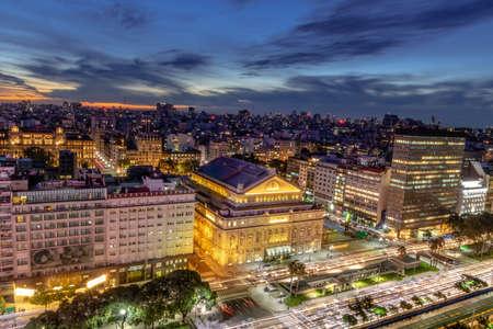 Luftbild 9 de Julio Avenue bei Nacht - Buenos Aires, Argentinien