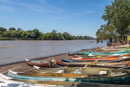 Ruderboote im Tigre Delta - Tigre, Provinz Buenos Aires, Argentinien