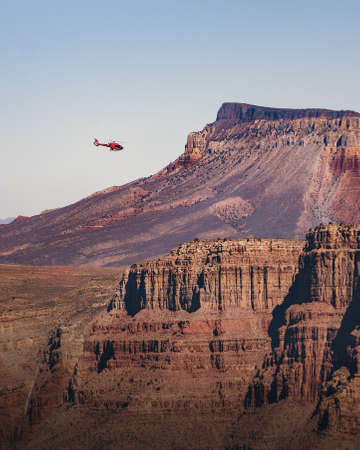 Helicopter flying over Grand Canyon West Rim - Arizona, USA Archivio Fotografico