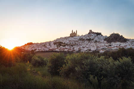 Olvera city with Castle and Cathedral at sunset - Olvera, Cadiz Province, Andalusia, Spain 版權商用圖片 - 130145714