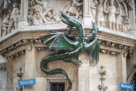 Wurmeck at New Town Hall (Neues Rathaus) Dragon Sculpture associated with a medieval plague legend - Munich, Bavaria, Germany Banque d'images