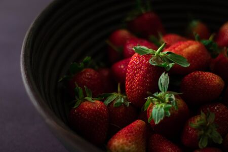 Fresh strawberries in basket on black background 版權商用圖片 - 150339821