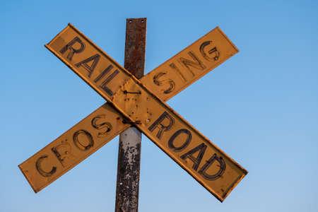 Old and Worn Yellow Railroad Crossing Sign in Victoria Falls, Zimbabwe 版權商用圖片