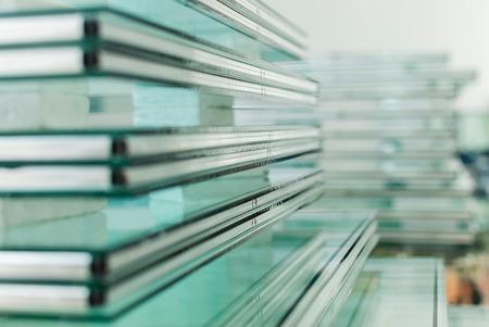 material de vidrio: Hojas de fabricación Fábrica templado Paneles de vidrio flotado claro cortado a la medida Foto de archivo