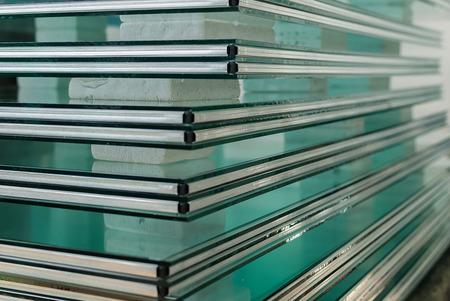 Feuilles de usine de fabrication tempérés panneaux de verre float clair couper à la taille Banque d'images - 39063219