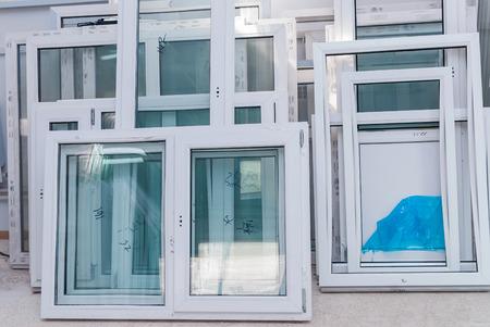 PVC ramen en deuren productie, Raam fabrikant, Factory Interrior Stockfoto