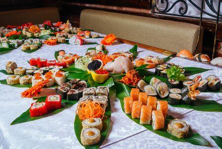 A great nigiri, maki and california maki set served on the table 版權商用圖片