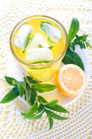 mint leaves: Summer drinks. Fresh cold lemonade with mint leaves and lemon.