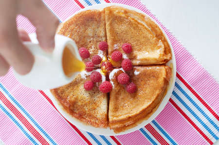 sugar powder: Raspberry pancakes served with sugar powder and berries