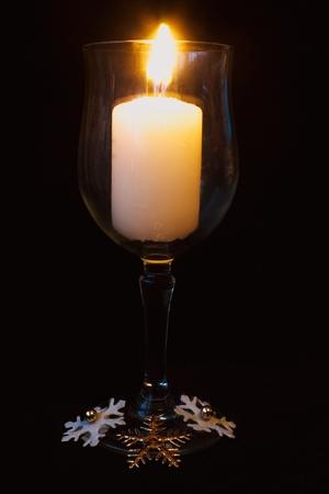 jar svíčky s tmavým pozadím