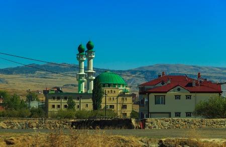 Mešita v blízkosti města Karakocan